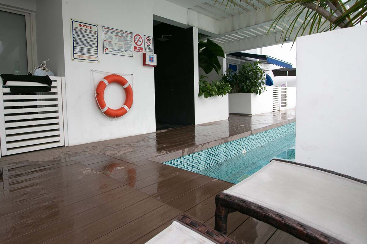 decking singapore swimmingpool
